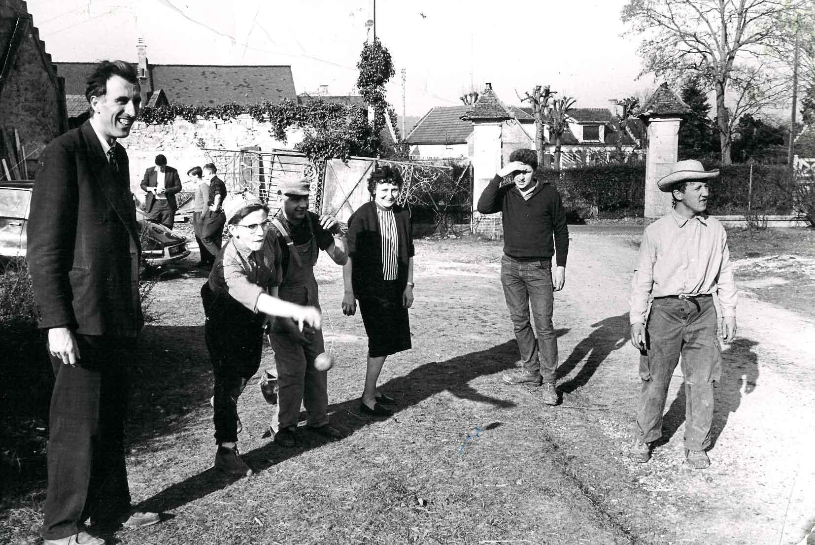 Photo en 1967, partie de pétanque